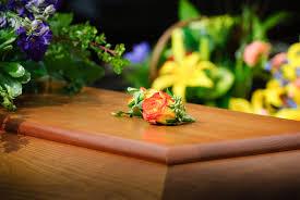 Arreglos de funeral, coronas de flores y centros fúnebres